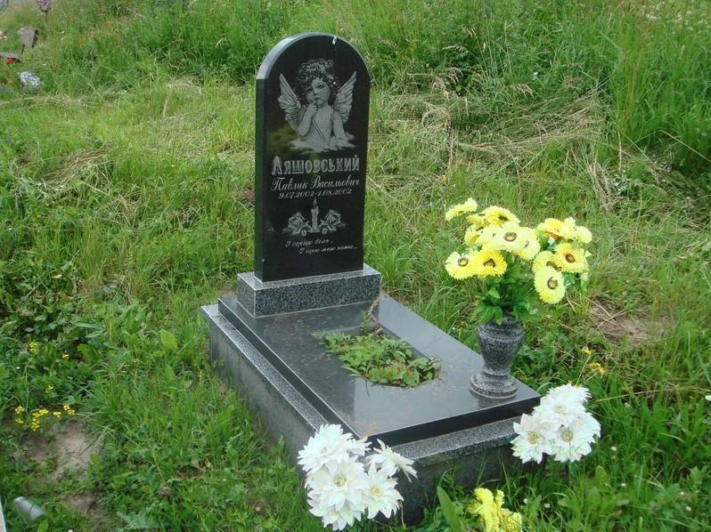 Одинарный комбинированный памятник на могилу мальчика