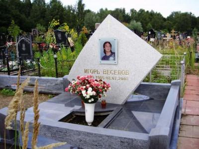 Эксклюзивный надгробный памятник для юноши