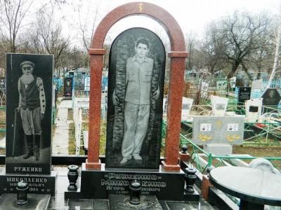 Элитный резной памятник на могилу юноши