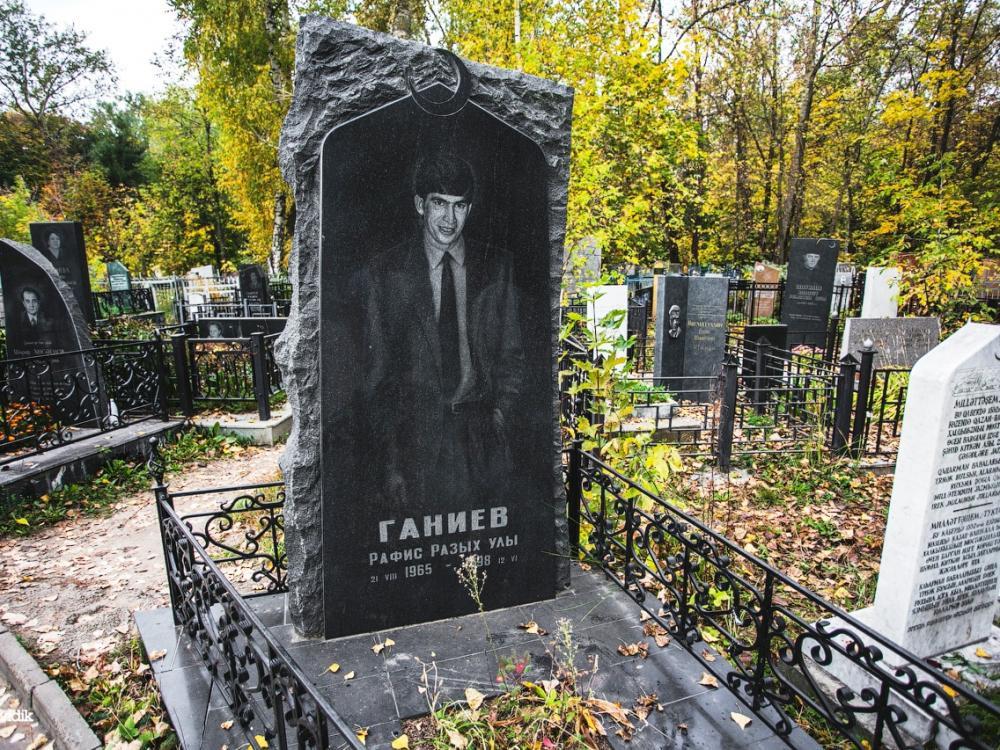Мусульманский памятник на могилу мужчине