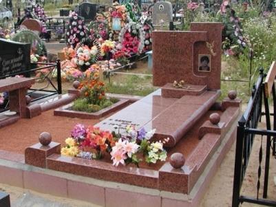 Одинарный памятник из красного гранита для кладбища