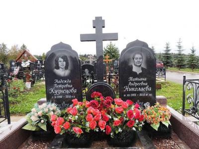 Двойной женский памятник для матери и дочки