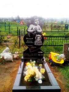 Черный гранитный памятник для младенцев