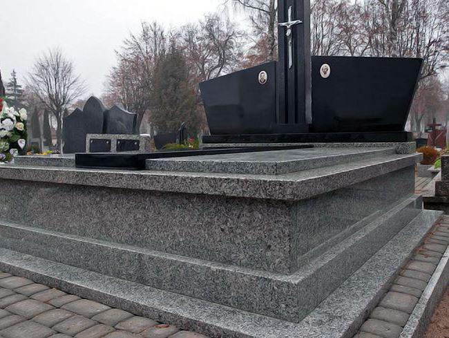 Двойной памятник из Янцевского гранита