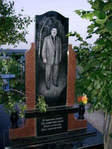 Вертикальный отцовский памятник с двумя вазами