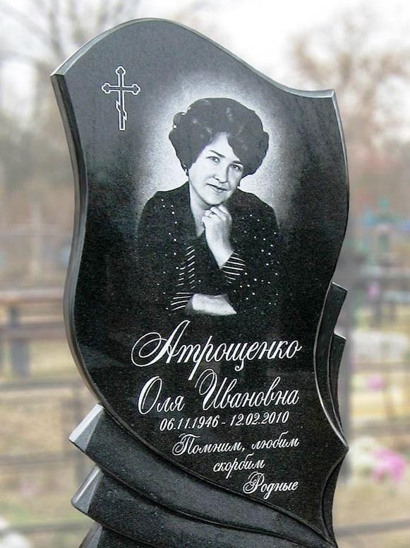 Женский памятник из головинского гранита