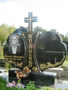 Резной надгробный памятник из черного гранита
