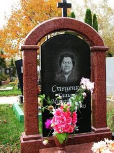 Гранитный памятник на могилу матери
