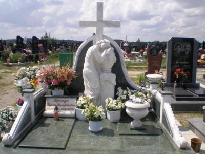 Эксклюзивный надгробный памятник с крестом и скорбящим ангелом