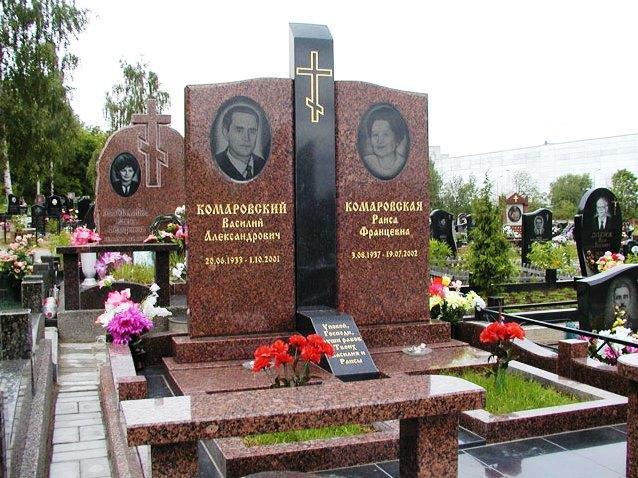 Розовый гранитный памятник для двоих