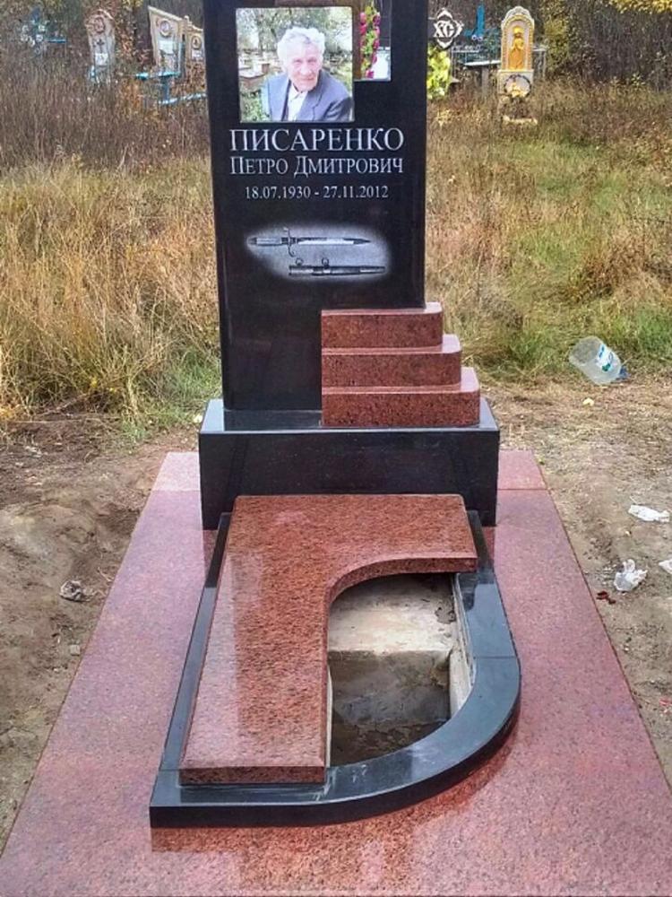 Памятник из розового и черного гранита