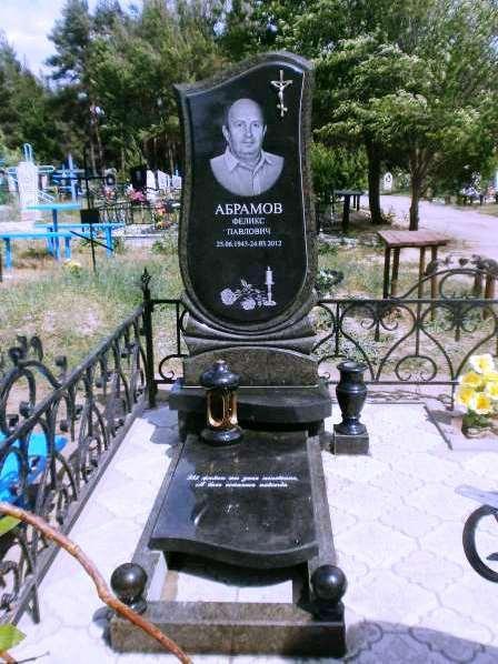 Мужской памятник из масловского гранита