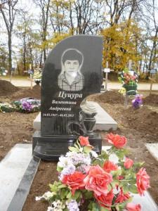 Фигруный памятник на могилу из гранита