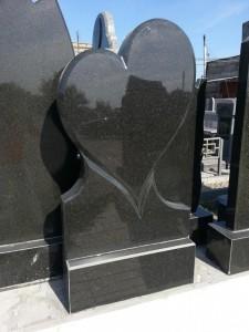 Стандартная резная стелла в виде сердца №3