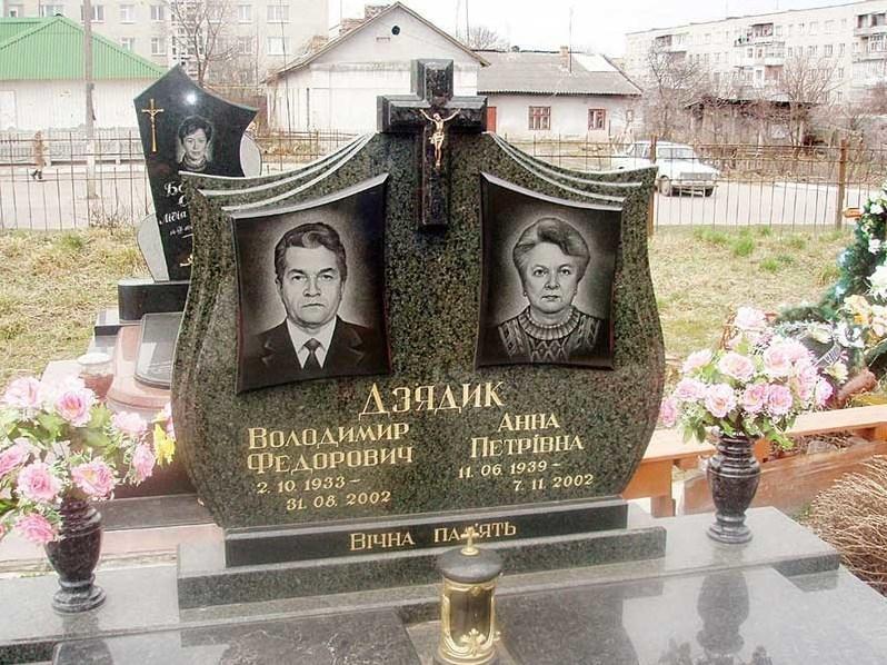 Семейный памятник для двоих