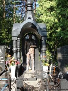 Купольный памятник из гранита для мужчины