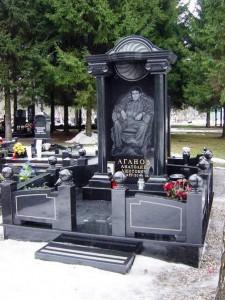 Черный мемориальный комплекс для мужчины