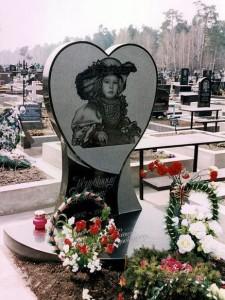 Одинарный детский памятник из черного гранита