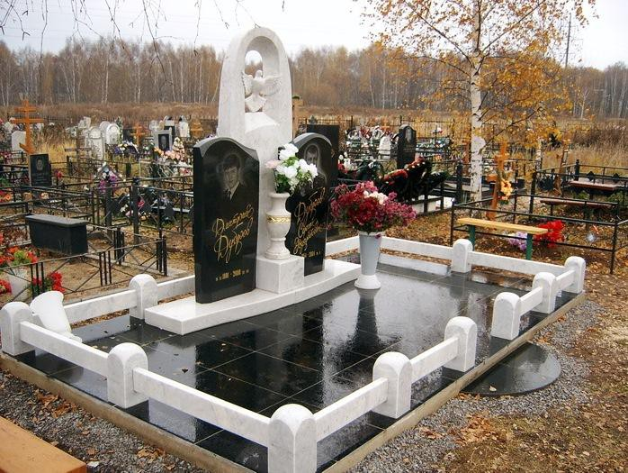 Двойной памятник из мрамора и гранита