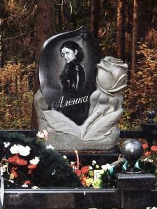 Эксклюзивный резной памятник с розами