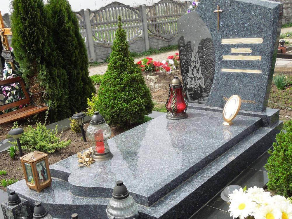 Одинарный серый памятник на могилу фото