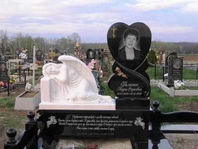 Элитный женский памятник в виде сердца с белым ангелом