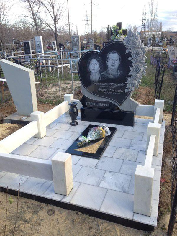 Памятник в виде сердца из Головинского гранита