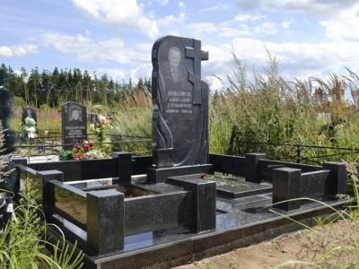 Памятник отцу из черного гранита