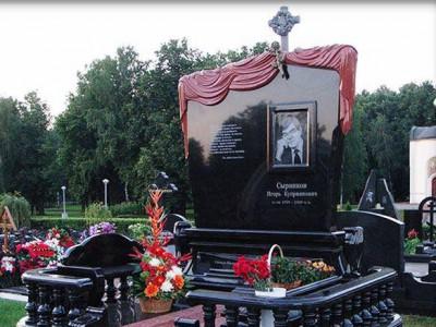 Эксклюзивный мужской памятник черного цвета