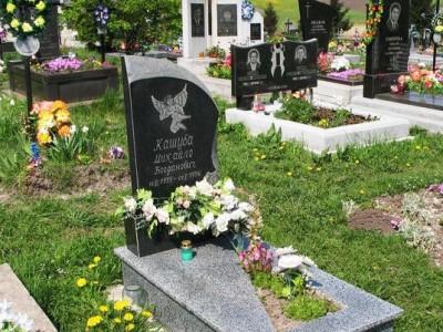 Детский памятник из черного и серого гранита для мальчика