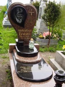 Одинарный надгробный памятник из гранита для мальчика