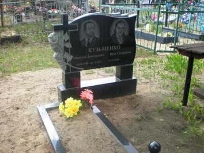 Недорогой двойной памятник с открытым цветником