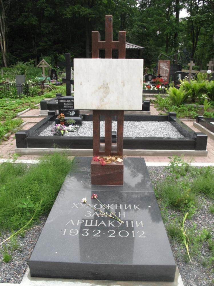 Эксклюзивный памятник из янцевского гранита