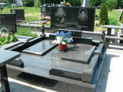 Закрытые цветники для двойного надгробного памятника
