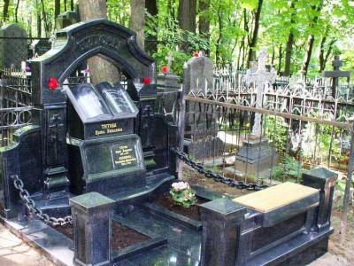 Эксклюзивный памятник на могилу из гранитной книгой