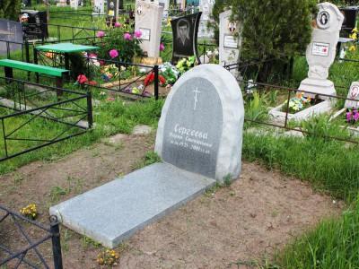 Серый могильный памятник из гранита