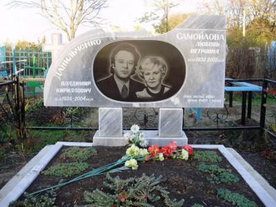 Семейный памятник двойной из черного и серого гранита