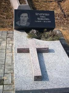 Женский гранитный памятник
