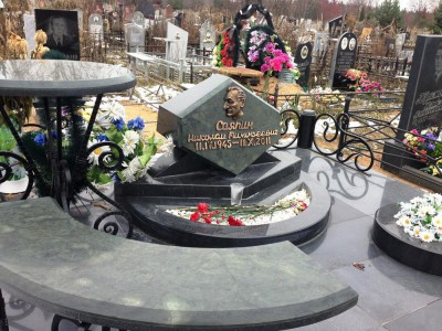 Дорогие гранитные памятники на могилу