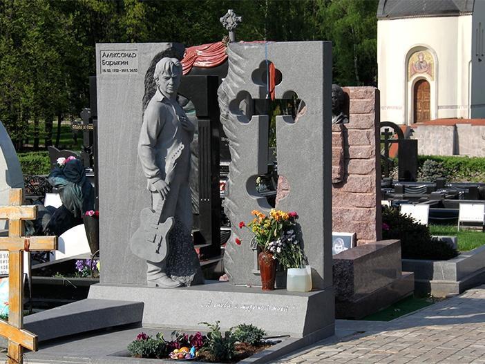Эксклюзивный резной памятник для музыканта