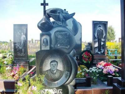 Элитный надгробный памятник с резной стеллой