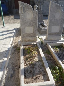 Памятник на могилу из мраморной крошки фото