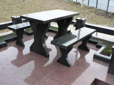 Стол черного цвета для захоронения