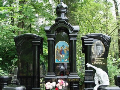 Эксклюзивный двойной памятник из черного гранита