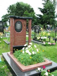 Отцовский гранитный памятник с двумя колоннами