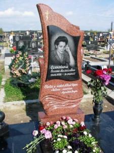 Памятник из красного гранита для матери