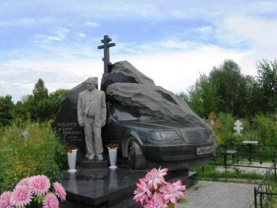 Эксклюзивный надгробный памятник со стеллой в виде машины