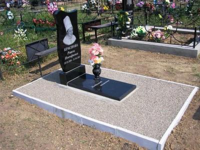 Недорогой женский надгробный памятник из черного гранита