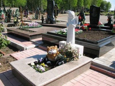 Надгробный памятник с ангелочком для младенца