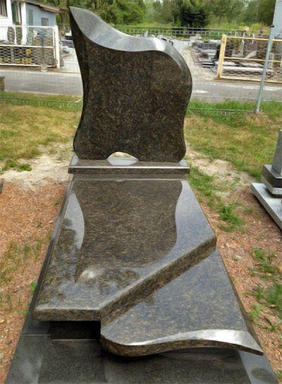 Современный памятник из маславского гранита